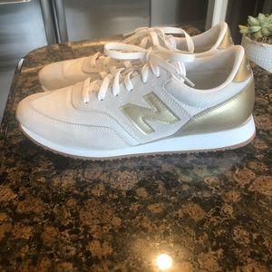 New Balance Shoes - Women's new balance tennis shoes. Size 9 1/2.